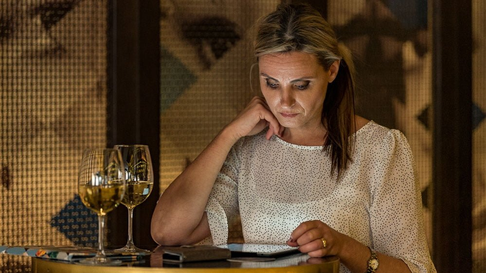 On an on-location portrait of a woman in bar checking her iPad